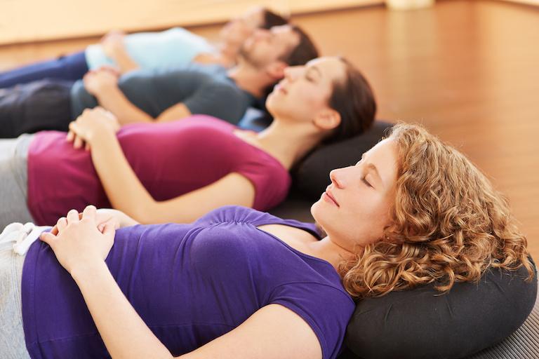 Frauen entspannen bei PMR in OHZ